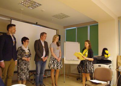 Apdovanojami-konferencijos-pranešėjai.-U.-Pavuls-K.-Rūklis-V.-Jakimova-A.-Vasilevska.-Apdovanoja-D.-Ūdre