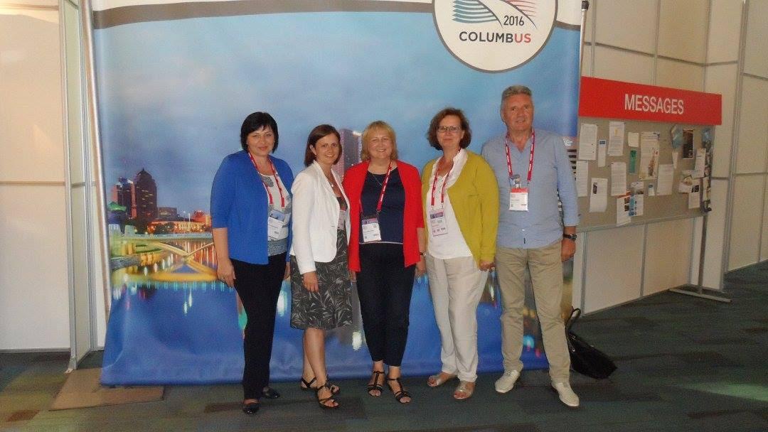 Su Baltijos šalių atstovais (iš kairės): LBD vicepirmininkė A. Naudžiūnienė, Latvijos bibliotekininkų draugijos prezidentė K. Paberza, LBD pirmininkė A. Jaskūnienė, Estijos bibliotekininkų draugijos pirmininkė K. Riisalu, LBD vicepirmininkas P.Zurlys