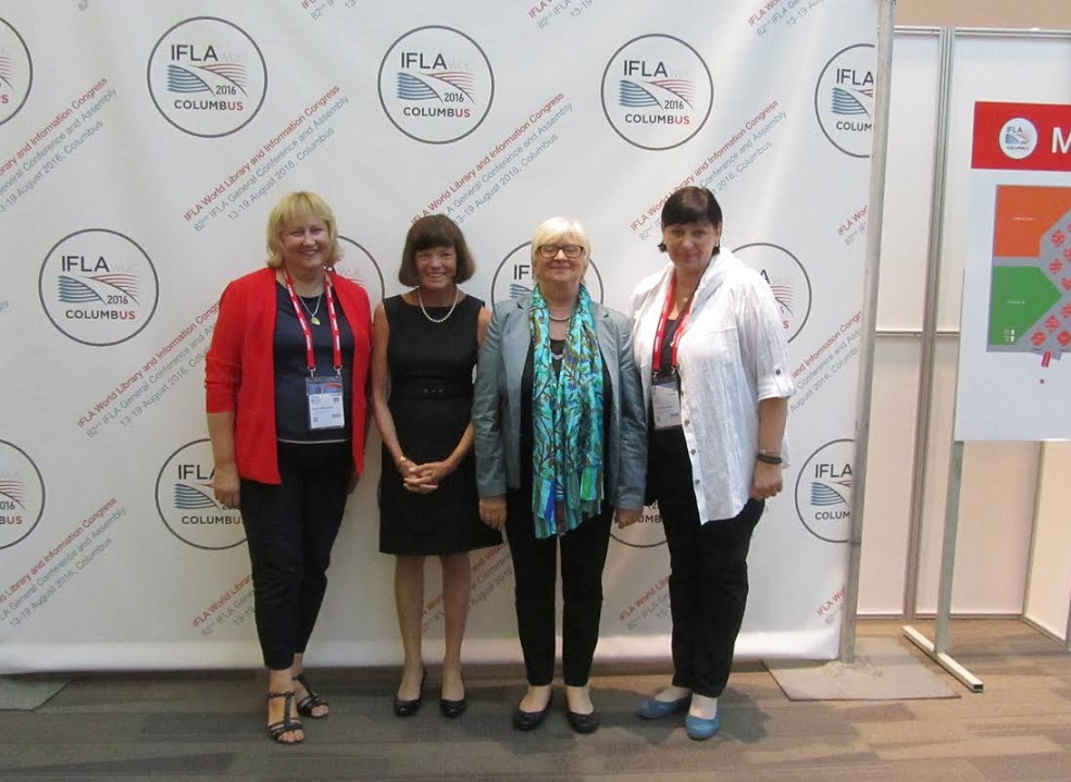 Su IFLA prezidente Donna Scheeder ir Claudia Lux po IFLA Presidentės sesijos – Answering the Call to Action: How Might We Respond to the Challenges Presented in the IFLA Trend Report (SI)